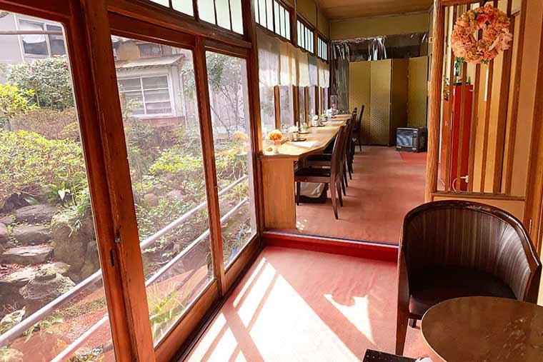 うれしのカフェ中庭も風情