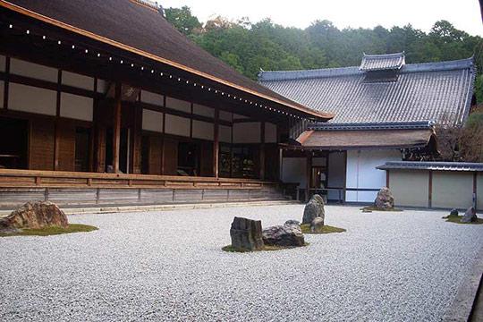 多くの謎が残されている龍安寺の石庭
