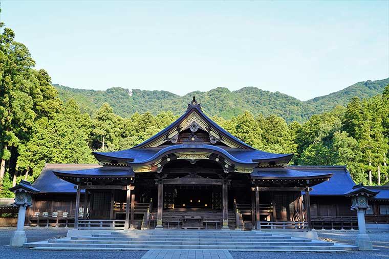 彌彦神社 拝殿