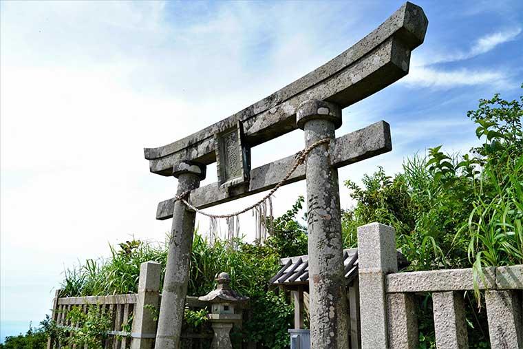 彌彦神社 御神廟