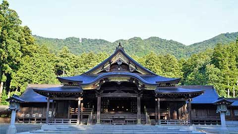 新潟随一のパワースポット弥彦を散策!彌彦神社や門前町グルメも