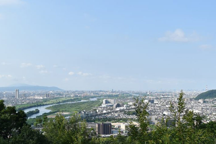天王山ハイキングコースの 青木葉谷展望台