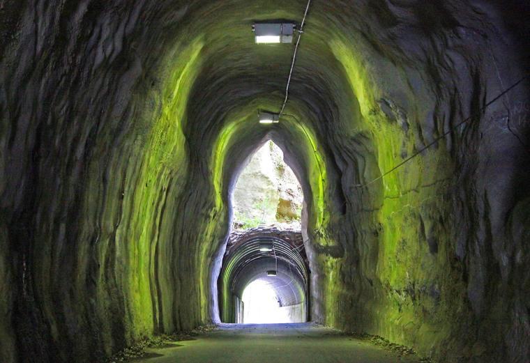 SNSでも話題の「2階建てトンネル」向山トンネル
