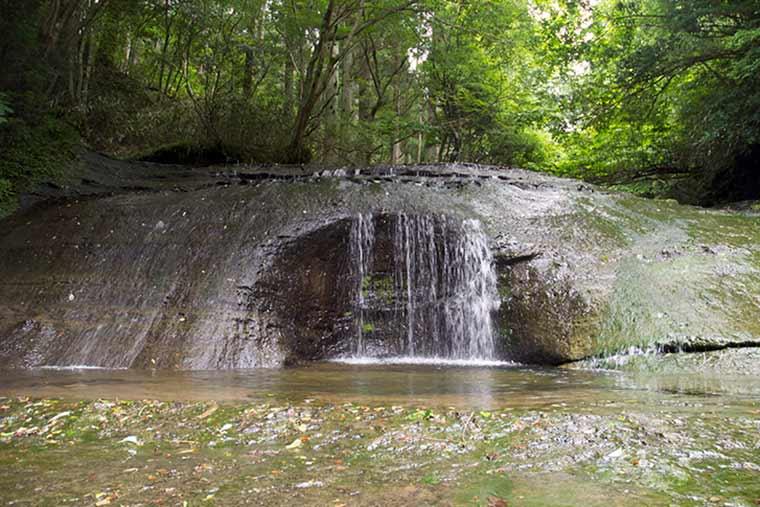 千葉 花山水「会所の滝」