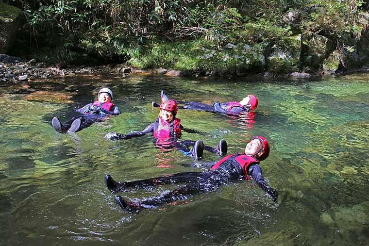 水内川の最上流域をガイドと一緒に大冒険