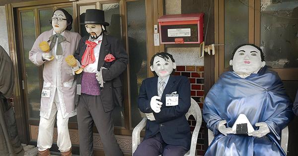住民より多いかかし、キモかわな新名物⁉ 広島市湯来町の奇妙な魅力