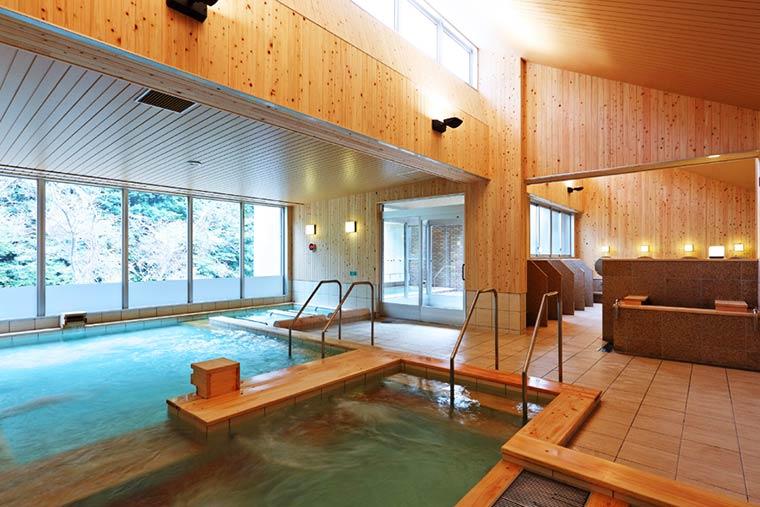 湯来ロッジの檜風呂