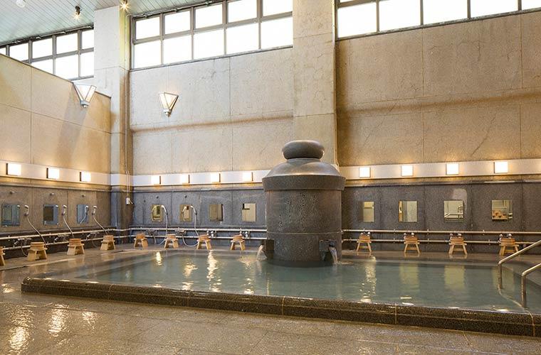 道後温泉 椿の湯の大浴場