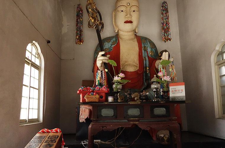 高さ約3.7mと大きな圓満寺のお地蔵さま