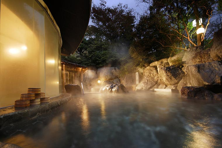 水明館の野天風呂