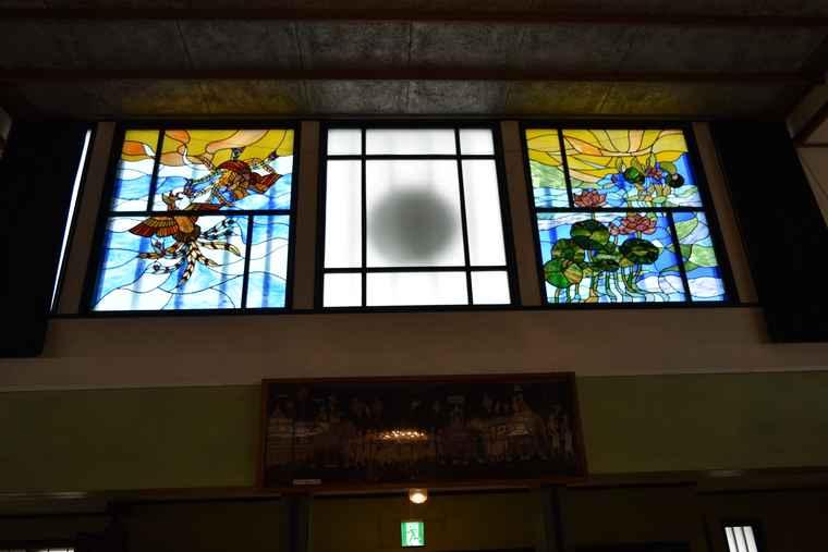 湯の川温泉 湯川寺 本堂のステンドグラス