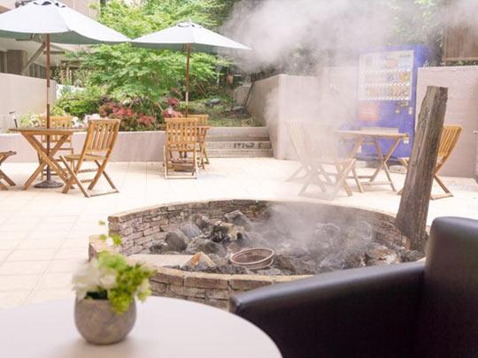 熱海温泉ホテル 夢いろは 中庭テラスの源泉
