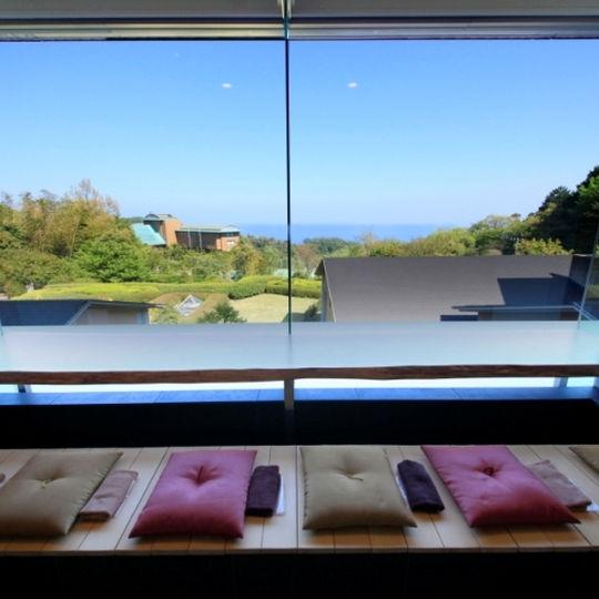 鉄板ダイニング ゆとりろ熱海 オーシャンビューの足湯カフェ