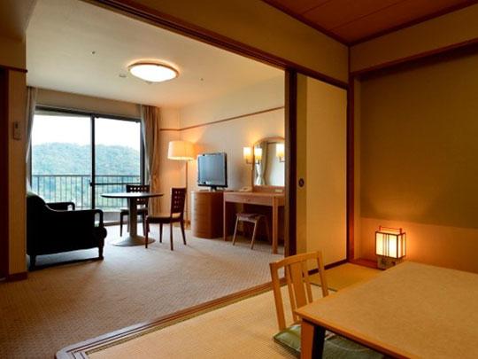 かんぽの宿 熱海本館 和室6畳+リビング・バルコニー付き客室