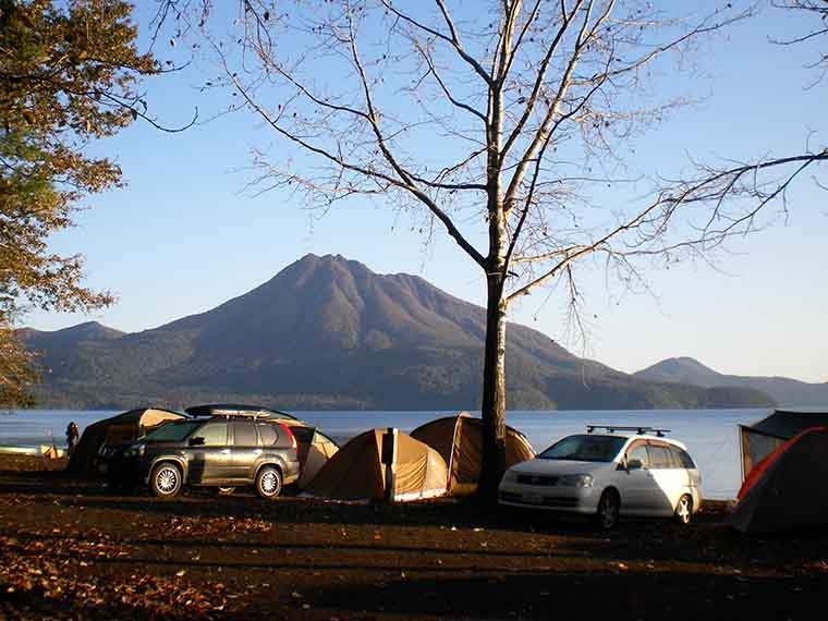美しい支笏湖を望む