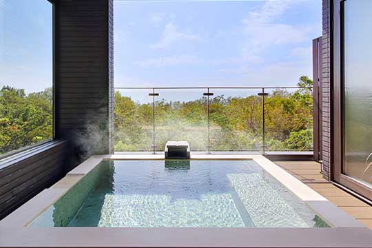 露天風呂付客室で愉しむお部屋食の宿 伊豆高原温泉 ルーシーキキ