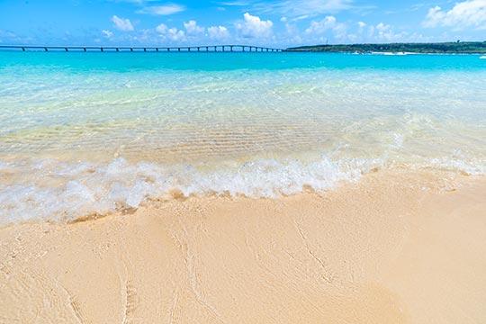 宮古島「与那覇前浜ビーチ」と「来間大橋」