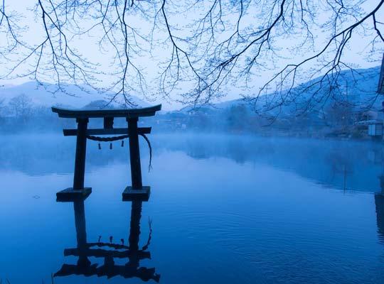 由布院温泉 金鱗湖の朝霧