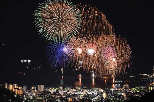 熱海100万ドルの夜景と海上花火