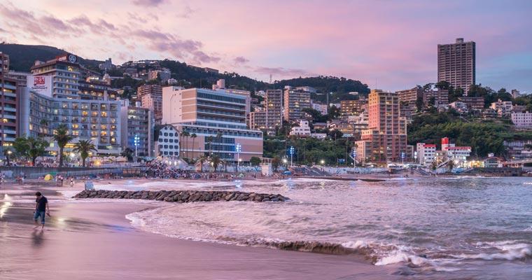 ホテル街とサンビーチ