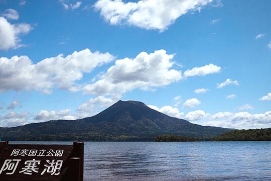阿寒湖と雄阿寒岳