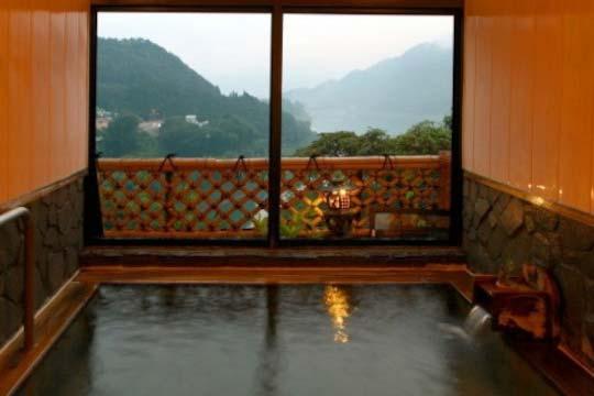 猿ヶ京温泉 山と湖の絶景に浮かぶ宿 料理旅館 樋口