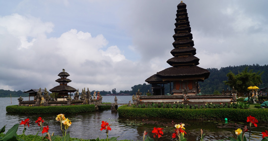 ウルン・ダヌ・ブラタン寺院