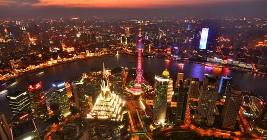 浦東/陸家嘴エリアの高層ビル群(上海タワー、上海ワールドフィナンシャルセンター、金茂タワー)