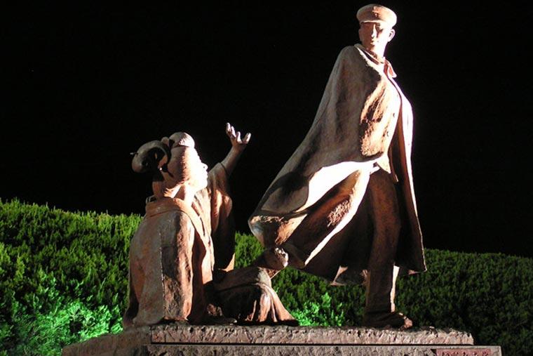お宮の松/貫一お宮の像