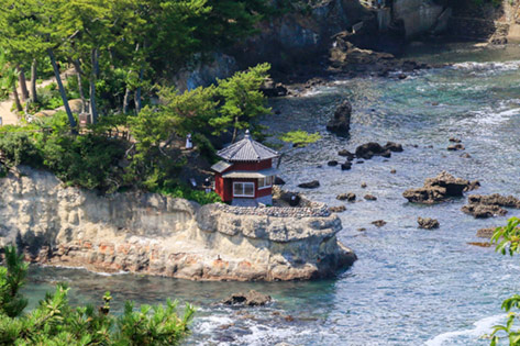 五浦海岸と六角堂