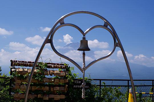 河口湖 富士山パノラマロープウェイ展望台「天上の鐘」