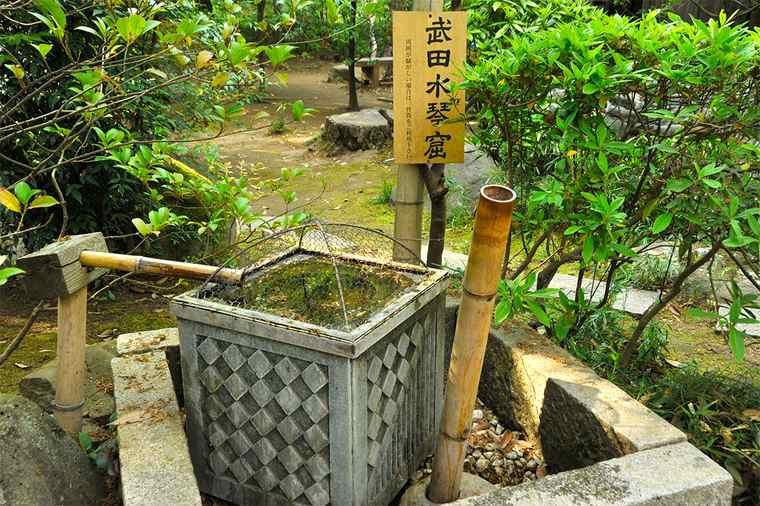 武田神社の姫の井戸