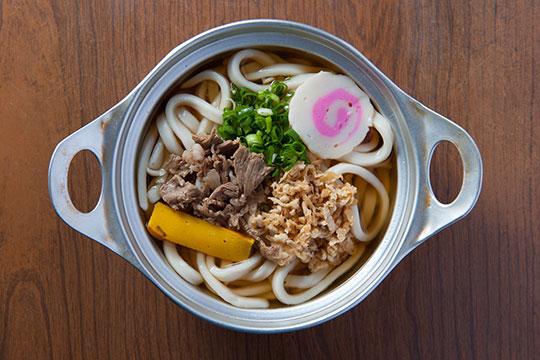 昭和レトロな味わいの鍋焼きうどん「ことり」
