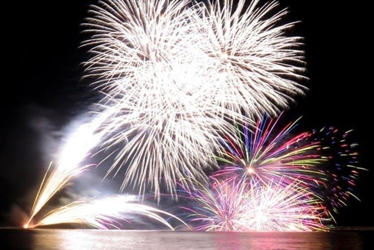 寺泊港まつり海上大花火大会