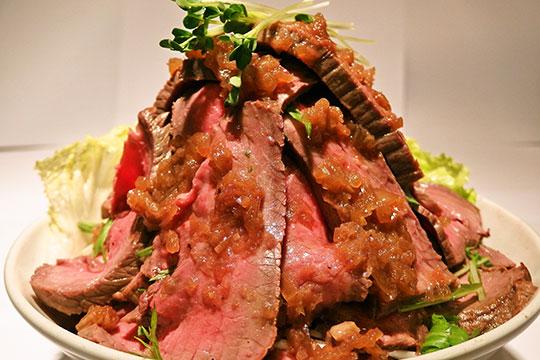 鳥園(とりえん)のローストビーフ丼