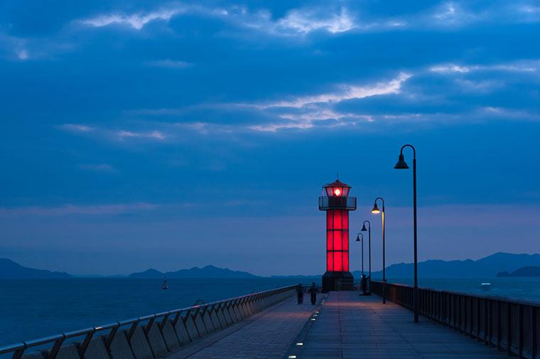 サンポート高松 ガラス灯台(通称「せとしるべ」)