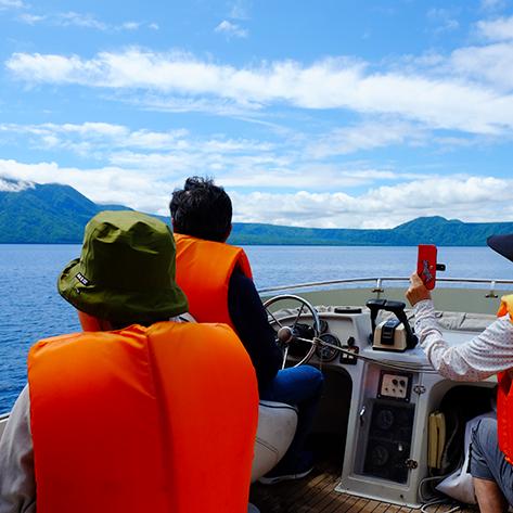 支笏湖をクルージング