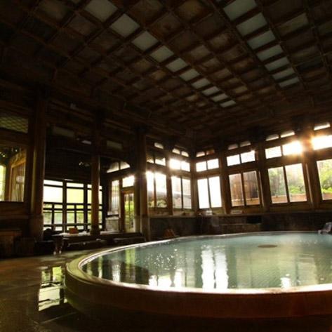 女性一人旅におすすめの温泉宿。湯田中温泉 華灯りの宿 加命の湯 登録有形文化財の「桃山風呂」