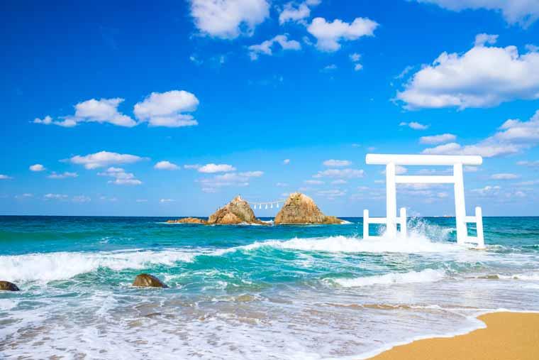 二見ヶ浦の海と夫婦岩