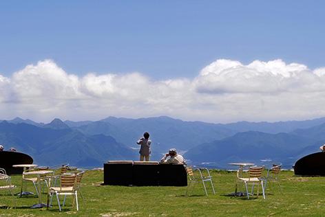 清里高原ナチュラルブッフェ&リフトで行く天空の清里テラスとフルーツ狩り