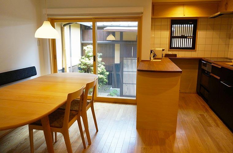 京の温所 岡崎のキッチンダイニング
