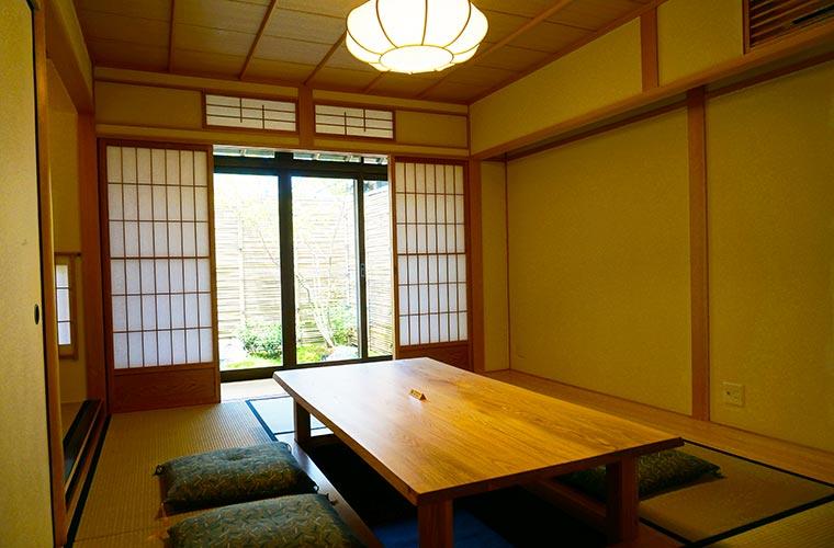 京の温所 岡崎の1階は掘り炬燵付きの和室