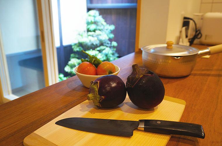 京の温所 岡崎のキッチンでは本格的な調理も可能