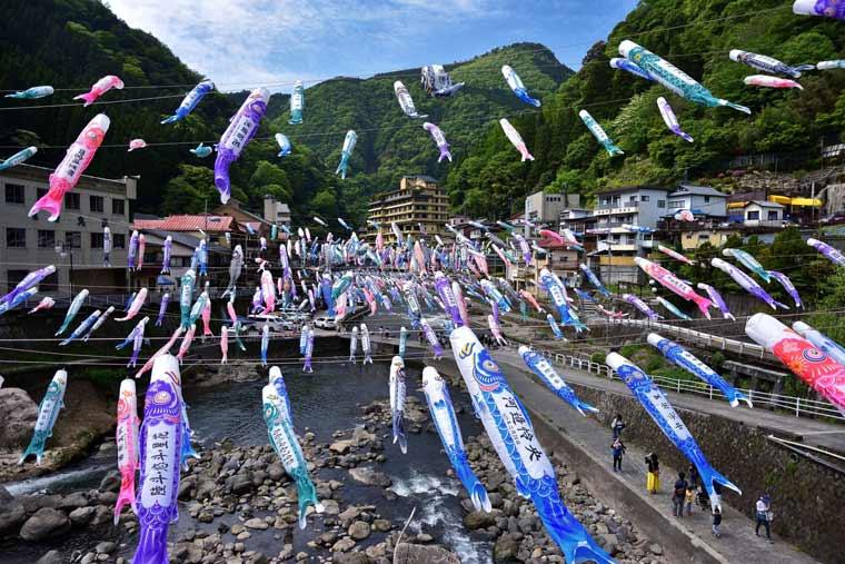 杖立温泉鯉のぼり祭り
