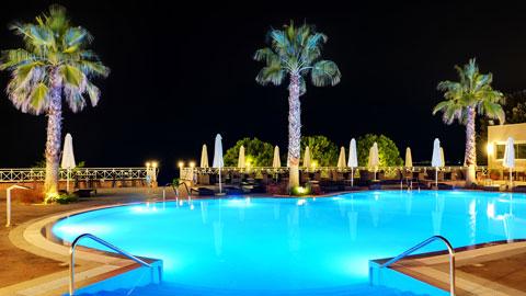 大阪・関西のナイトプール&屋外プールが楽しめるホテル