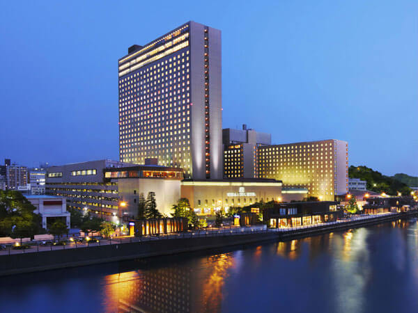 3旅行・ツアー(航空券+ホテル)【楽天トラベル】 リーガロイヤルホテル