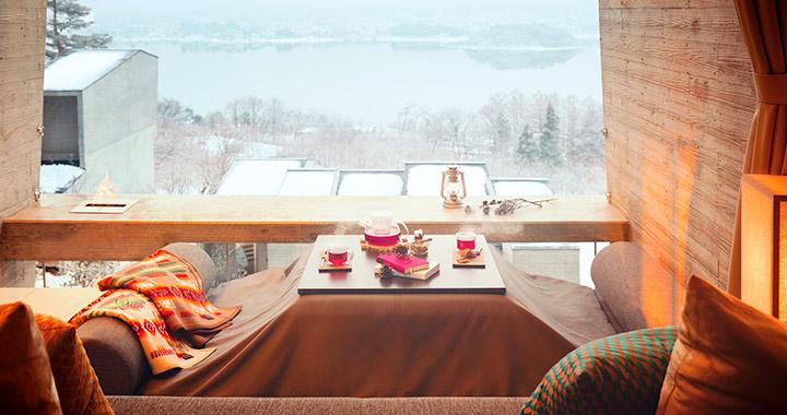 冬の森でアウトドアを快適かつ優雅に楽しむ