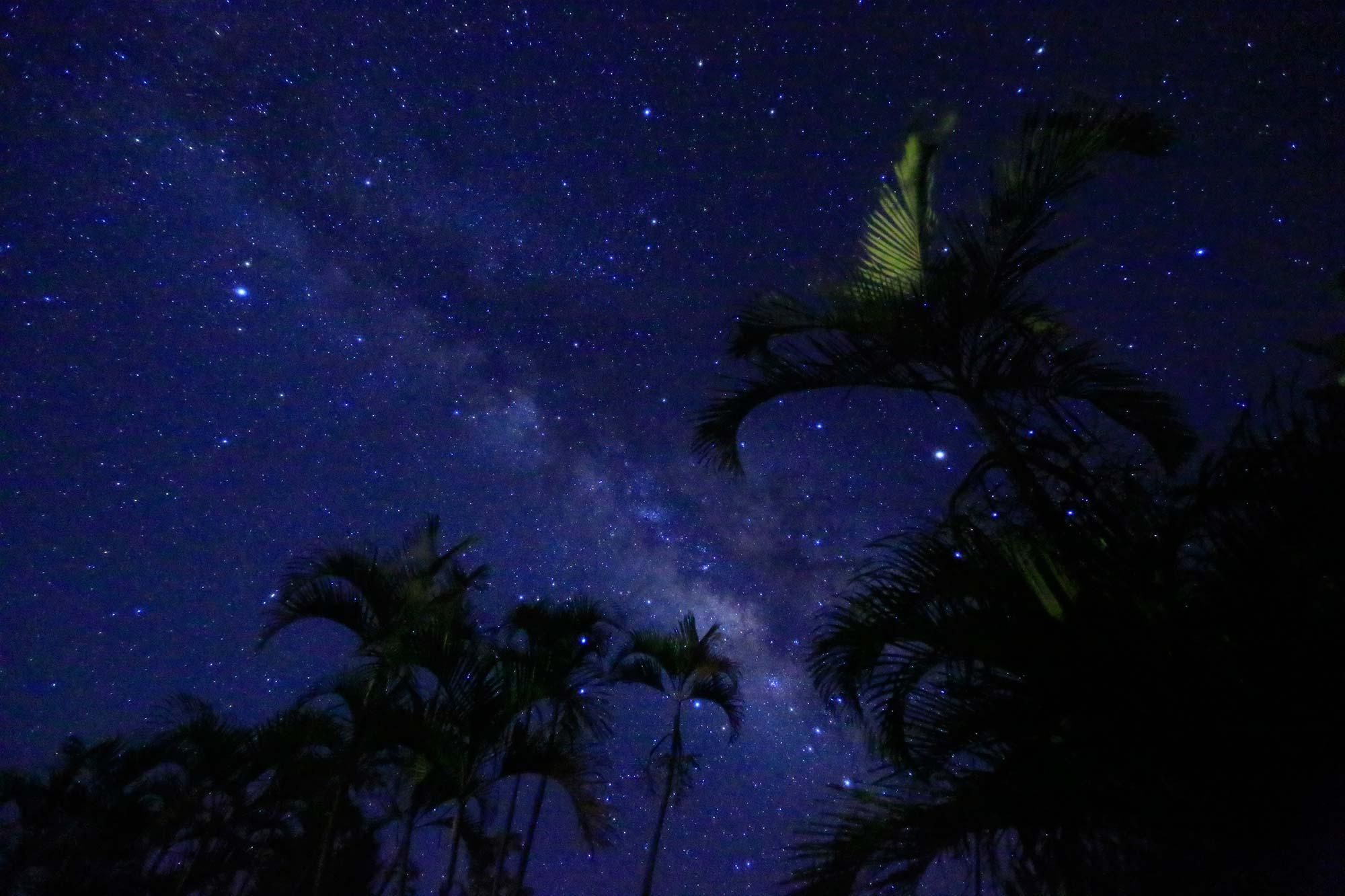 南の島の夜空を彩る島々