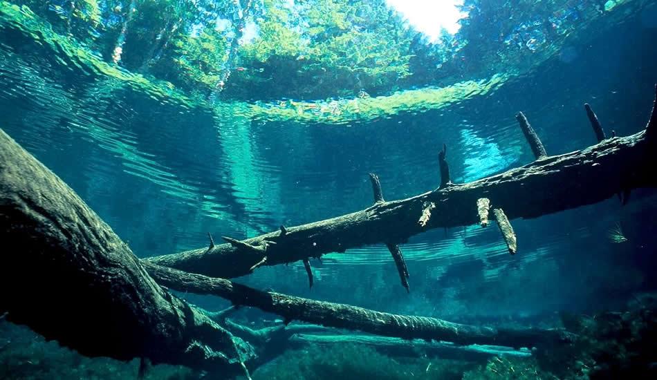 青の北海道を体感「神の子池」