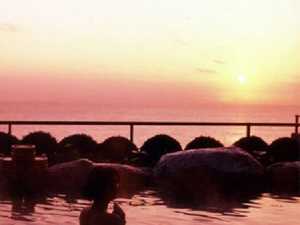 伊豆大島を正面に臨む 眺望絶佳の宿 熱川館